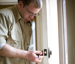 Providing on site mobile locksmith services